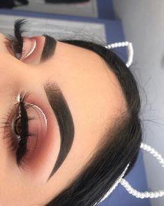 Makeup Tutorials Eyeshadow Looks each Makeup Geek At Target it is Makeup Vanity Homegoods most Makeup Looks Pale Skin regarding Makeup Revolution Eyeshadow Palette Iconic Fever Makeup Eye Looks, Cute Makeup, Glam Makeup, Pretty Makeup, Skin Makeup, Awesome Makeup, Gorgeous Makeup, Makeup Looks For Prom, Zoella Makeup