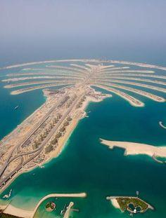 This is Dubai: la isla artificial Palm Jumeirah. Dubai City, Palmeninsel Dubai, Dubai Tour, Palm Island Dubai, Palm Jumeirah, Dream Vacations, Vacation Spots, The Places Youll Go, Places To See