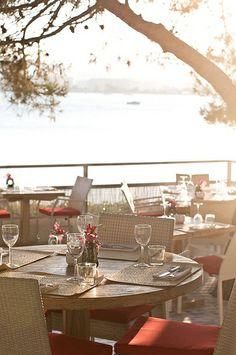 Ibiza restaurant Sa Punta, chic Mediterranean dining http://www.bonderco.com/ibiza