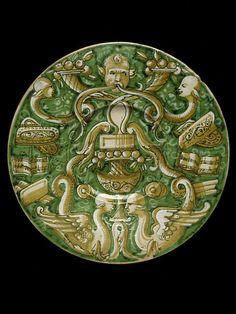 Plate (piatto) with grottesche decoration ~ maiolica from Italy ~ ca.1550 ~ Victoria & Albert Museum