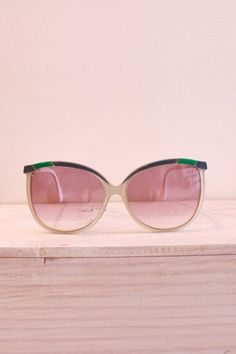 | Summer pink, by MunW blog (www.munw.es). Pink sunglasses. Photo by Lesmontures.com. |