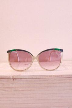| Summer pink, by MunW blog (www.munw.es). Pink sunglasses.Photo by Lesmontures.com. |