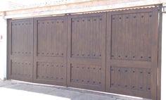 Tendencias en puertas de herreria Front Gate Design, Door Design, Driveway Gate, Fence, Front Gates, Garage Workshop, Wrought Iron, Locker Storage, Garage Doors
