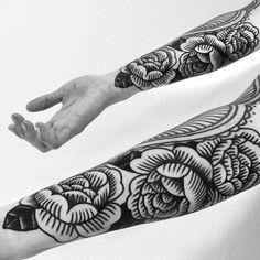 Hoy tuve la suerte de hacer estas rosas para terminar una manga comenzada por Guy le tattooer, uno de mis héroes del tatuaje! Fb: El Gran Danes Tatuajes patricio.sthandier@gmail.com Wsp: +56 9 4267 4566 Ig: eldanes (en Doppelgänger Tattoo Parlour)