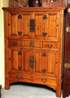 Large Late Century Pine Cabinet With Original Butterfly Hardware From China Chinese Cabinet, Pine Cabinets, Barn Wood Projects, Chinese Furniture, Fine Woodworking, Home Decor Accessories, Own Home, 19th Century, Beautiful Homes