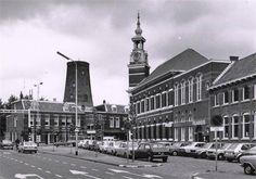 Het Filmhuis en het complex van de voormalige GTS aan de Markendaalseweg rond 1975. Op de achtergrond de romp van molen Het Fortuijn. Karakterestiek is het torentje van de Gemeentelijke Technische School (GTS), voorheen Ambachtsschool. Tijdelijk was in het pand het filmhuis gevestigd. In 1979 brandde het gebouw tot de grond toe af.