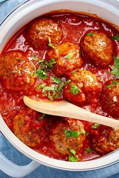Meatballs in tomato sauce Essen und Trinken Pesto Pasta Salad, Pasta Salad Recipes, Meatball Recipes, Dog Food Recipes, Crockpot Collard Greens, Crunchwrap Supreme, Sauce Tomate, Albondigas, Le Diner