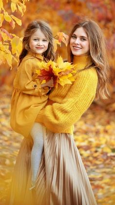 Mommy Daughter Pictures, Mother Daughter Pictures, Mother Daughter Matching Outfits, Mommy And Me Outfits, Cute Kids Photography, Autumn Photography, Family Photography, Fall Family Pictures, Fall Photos