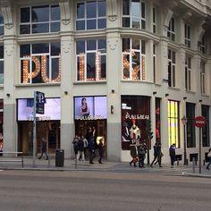 #madrid was full of #screen s. #retail #digitalsignage #pullandbear