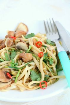 Wok, Noodles, Low Carb, Zucchini, Keto, Yummy Food, Chicken, Ethnic Recipes, Desserts
