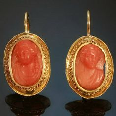 Etruscan Revival coral cameo earrings (c. Use same pattern as ring and set with rubies or Sapphire? Coral Earrings, Coral Jewelry, Pendant Earrings, Jewelry Accessories, Cameo Jewelry, Antique Jewelry, Vintage Jewelry, Turquesa E Coral, Fashion Earrings