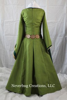 Adult Scottish Queen Custom Costume by NeverbugCreations