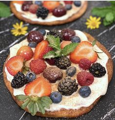 This fruit pizza from Dena & Lisa at @miciamammas has it all! #dEATS: Cinnamon Flatbread Pizza with Mascarpone and Fruit: It turns Kontos pita in a delicious giant cinnamon chip and then tops it with creamy and fruity goodness. 🍒 🍓 ❤️ Food Inc, Cinnamon Chips, Flatbread Pizza, Pita Bread, Dena, Waffles, Cheesecake, Fruit, Breakfast