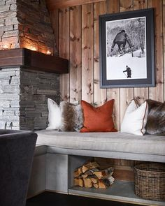 ✨Det er veldig mye vi liker ved hytta til – som kommer i ma… - Patchwork Decor, House Design, Interior, Home, Mountain Cabin Decor, Cabin Decor, House Interior, Cabin Design, Rustic House
