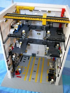 Space Shuttle Vehicle Assembly Building: A LEGO® creation by Matteo Russolillo : MOCpages.com