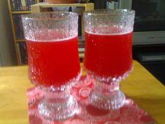 PUOLUKKATUOREMEHU - Resepti | Kotikokki.net Hurricane Glass, Shot Glass, Tableware, Dinnerware, Lantern, Dishes, Place Settings, Shot Glasses, Serveware