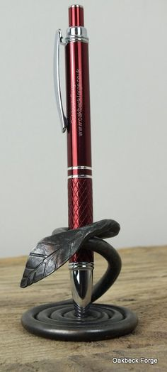 Leaf Design Pen Holder  Blacksmith Hand Forged von OakbeckForge
