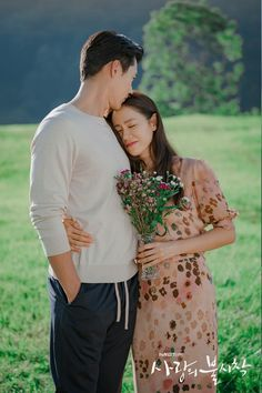 It's been a week after Korean drama Crash Landing on You finished airing, and i'm lost. I can't stop searching for cute moments of Son Ye Jin and Hyun Bin Korean Drama Quotes, Korean Drama Movies, Korean Actors, Korean Dramas, Korean Actresses, Hyun Bin, Jin, Scene Couples, Live Action