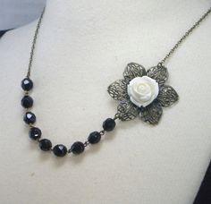 Vintage style necklace.