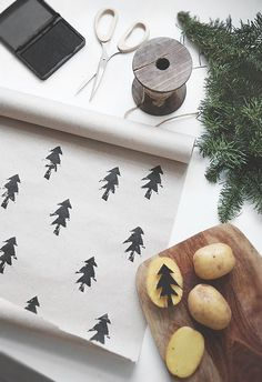 Such an easy DIY craft for gift wrapping paper / meaningful gifts / Holidays and celebrations / potato stamp / kid crafts Noel Christmas, All Things Christmas, Christmas Ideas, Christmas Paper, Gifts For Christmas, Christmas Flatlay, Christmas Print, Christmas Quotes, Christmas Design