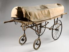 Camilla cubierta para llevar difuntos de las habitaciones del hospital a la morgue (Inglaterra, 1895)