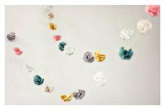 FABRIC FLOWER GARLAND pom poms, fabric flowers, paper garland, paper flowers, diy project, garlands, kid room, diy wedding, parti
