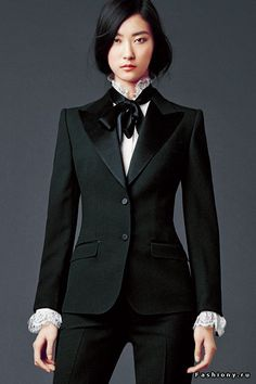 Women's Spring Summer 2020 Collection - Haute Couture - Black suite Dolce & Gabbana Woman's Apparel – Collection Fall Winter 2014 2015 Informations Abou - Only Blazer, Look Fashion, Womens Fashion, Elegantes Outfit, Black Suits, Look Chic, Dapper, Ideias Fashion, Clothes For Women