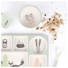 Love Mae certainly know how to make mealtime fun. Environmentally and dishwasher friendly, their BPA free 5-piece bamboo dinner sets will prove popular with parents and toddlers alike. The super cute animals adorning this Fox and Friends set will become a little one's teatime friends. $37.95