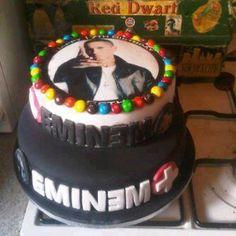 Eminem cake~i would so want this for my birthday cake! I fucking want, I can decapitate Avi for this Eminem M&m, Eminem Quotes, Eminem Birthday, The Real Slim Shady, Eminem Slim Shady, Rap God, Best Rapper, Love Cake, Creative Cakes