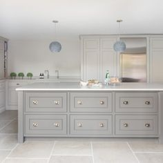 Earl Grey Limestone – Beech House Kitchen Buckhurst Hill – Humphrey Munson S. Modern Farmhouse Kitchens, Rustic Kitchen, Country Kitchen, New Kitchen, Home Kitchens, Kitchen Decor, Grey Kitchen Diner, 10x10 Kitchen, Shaker Kitchen