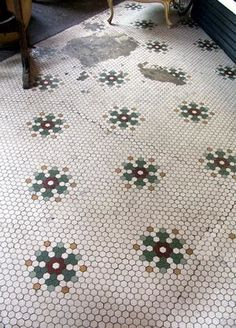 Oh how I'd love this in my kitchen!TileVault: Dollop Coffee Co. Penny Tile Floors, Mosaic Tiles, Hex Tile, Tiling, Mosaic Art, Hexagon Quilt, English Paper Piecing, Floor Design, Tile Patterns