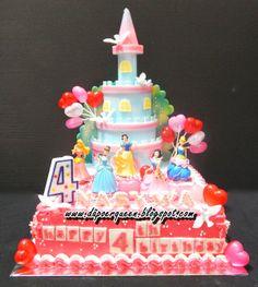 Dapoer Queen: Princess Castle with Vanilla Butter Cream decorati...