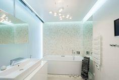 wohnideen weißes badezimmer led-beleuchtung mosaikfliesen in kies optik