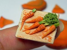 Very easy polymer clay carrot tutorial. For more miniatures check my Facebook: www.facebook.com/everythingfimo