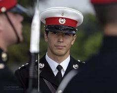 Royal Marines Officer by Defence Images Marine Officer Uniform, Royal Marines Officer, Men In Uniform, Us Navy Seals, British Armed Forces, Navy Marine, Green Beret, British Army, Royal Navy
