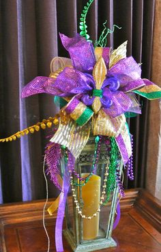 Large Mardi Gras Lantern Swag Mardi Gras by on Etsy - Mentol.Club Pin Everything Carnival Cakes, Mardi Gras Decorations, Mardi Gras Wreath, Mardi Gras Party, Mardi Gras Centerpieces, Masquerade Centerpieces, Party Deco, New Orleans Mardi Gras, Mardi Gras Costumes