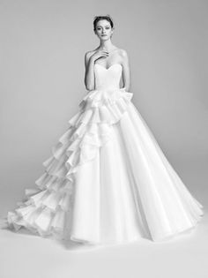 This Viktor and Rolf wedding gown is so unique and different, yet is absolutely gorgeous Women's style inspiration --> www.eva-darling.com