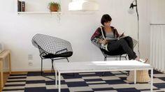 Sisustusbloggaaja Minna Jones viettää paljon aikaa olohuoneessa, joko lukien tai blogia kirjoittaen.