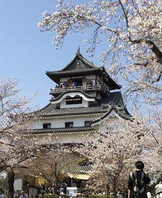 19.4/6.「犬山城🏯」 Japanese Castle, Cabin, Mansions, House Styles, Home Decor, Decoration Home, Manor Houses, Room Decor, Cabins
