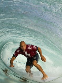Kelly Slater in the heart of it all. Dominating his Round 1 heat going straight into Round 3 in the 2015 Surf Boy, Surf Girls, Surf Competition, Surf Line, World Surf League, Hawaii, Surfing Pictures, Surfboard Art, Surf Trip