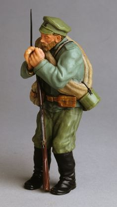 Soldier figurine by Fabergé after drawing by G. Savitsky, 1915. 6.0 x 5.0 x 15.0 cm. Fersman Mineralogical Museum, Russian Academy of Sciences, Moscow.