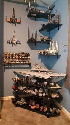 Best Lego Genre Ever! Lego Bedroom, Star Wars Bedroom, Lego Duplo, Lego Toys, Lego Shelves, Lego Storage, Star Wars Toys, Lego Star Wars, Star Wars Art