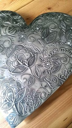 Reminds me of henna art Tin Foil Art, Aluminum Foil Art, Tin Art, Pewter Art, Pewter Metal, Metal Projects, Metal Crafts, Cardboard Sculpture, Metal Embossing