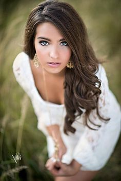 I like this angle, but I'd prefer to be sitting in a chair or on a flight of sta… – girl photoshoot poses Senior Portraits Girl, Senior Photos Girls, Senior Girl Poses, Senior Girls, Senior Session, Senior Posing, Senior Picture Poses, Outdoor Senior Pictures, Girl Photos