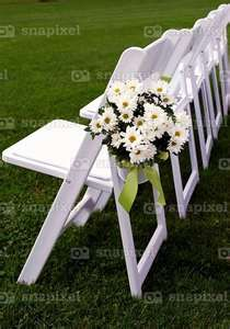 Daisy wedding - so pretty Daisy Wedding, Plan My Wedding, Yellow Wedding, Wedding Album, Wedding Bells, Our Wedding, Wedding Flowers, Dream Wedding, Wedding Ideas