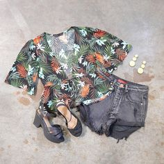 This top makes us wanna go somewhere tropical.