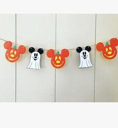 Disney Halloween Parties, Disney Halloween Decorations, Halloween First Birthday, Halloween Garland, Halloween Crafts For Kids, Halloween Party Decor, Diy Halloween, Halloween Recipe, Not So Scary Halloween