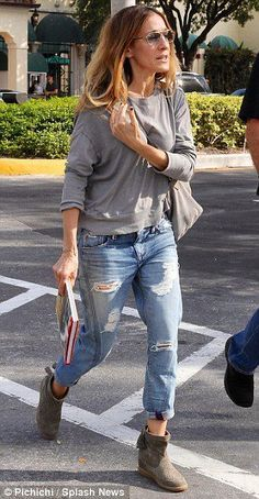 SJP does the extreme ripped-boyfriend-jean look and she's my age! I can do boyfriend, but I can't do ripped.