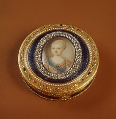 Interesting and forgotten-life and curiosities of past eras. -Snuff boxes from the Hermitage