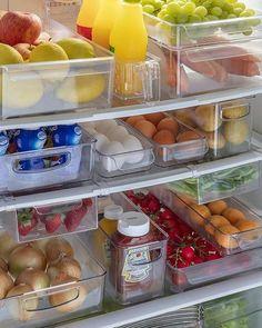 questão Refrigerator Organization, Kitchen Organization Pantry, Home Organisation, Diy Kitchen Storage, Home Organization Hacks, Kitchen Pantry, Kitchen Decor, How To Clean Refrigerator, The Home Edit